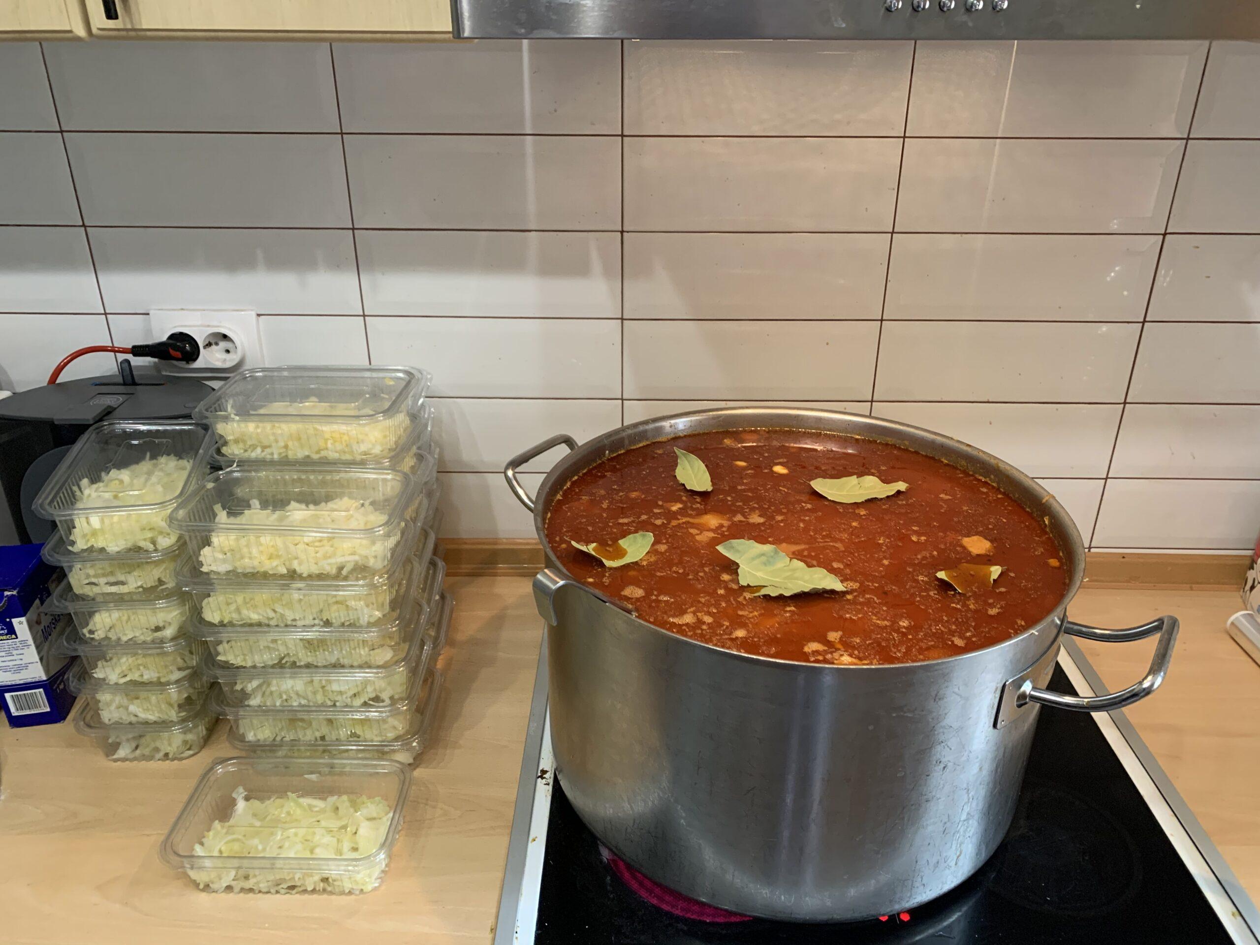 Obroci koji je Solidarna kuhinja pripremila za najugroženije